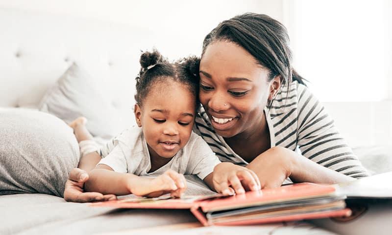 madre hija leer quiero cuentos