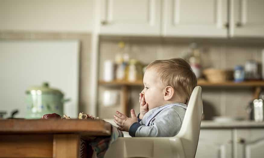 niño come solo mitos alimentación complementaria